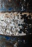 Конец-вверх и деталь текстуры голубого и белого ржавого бочонка топлива Стоковая Фотография