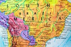 Конец-Вверх карты глобуса Южной Америки стоковое фото