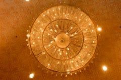 Конец-вверх красивого кристаллического chandelierClose-up beautif Стоковые Изображения RF