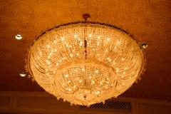 Конец-вверх красивого кристаллического chandelierClose-up beautif Стоковое Изображение