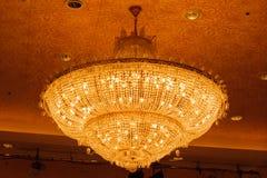 Конец-вверх красивого кристаллического chandelierClose-up beautif Стоковое фото RF