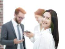 Конец-вверх красивого менеджера и сотрудников женщины в офисе Стоковая Фотография