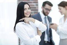 Конец-вверх красивого менеджера и сотрудников женщины в офисе Стоковое Изображение