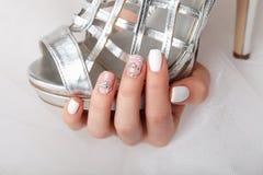 Конец-вверх красивых деланных маникюр ногтей Стоковая Фотография RF