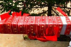 Конец-вверх красной ленты благословением в виске Будды медицины старом в озере geopark3 Jingpo Стоковые Фото