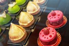 Конец-вверх красочных французских печениь стоковая фотография rf