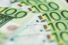 Конец-вверх 100 кредиток евро Стоковое фото RF