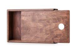 Конец-вверх малой сырцовой деревянной коробки для малых деталей изолированных на белой предпосылке Опорожните раскрытый контейнер Стоковое Изображение