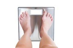 Конец-вверх масштаба ног женщины веся изолированного на белом backgrou стоковые изображения rf