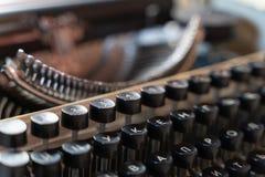Конец-вверх машинки клавиатуры винтажный Антиквариаты в ретро фотографии стоковые фотографии rf