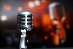 Конец-вверх микрофона хрома ретро, караоке Стоковая Фотография RF