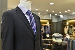 Конец вверх мужского манекена в магазине одежды Стоковое Изображение
