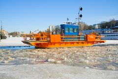 Конец-вверх на ауре реки зимы, Турку ` Fiori ` пассажирского парома Стоковые Изображения RF