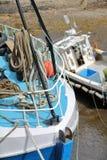 Конец-вверх на рыбацких лодках в гавани Portree удя, острове Skye, гористых местностях, Шотландии, Великобритании Стоковые Фото