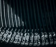 Конец-вверх на типе молотках с римским алфавитом стоковая фотография