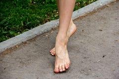 Конец-вверх ног ` s девушки стоковые фото