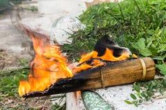 Конец-вверх огня дыма конца-Вверх деревянного огня деревянный Стоковое Изображение