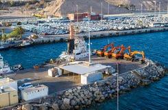 Конец-вверх 7-ое ноября 2017 †EILAT, ИЗРАИЛЯ «- порт груза и новые автомобили для продажи в Eilat, Израиле Стоковые Фото