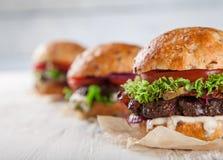 Конец-вверх домашних сделанных бургеров Стоковое Фото