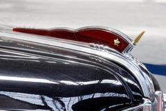 Конец вверх орнамента клобука винтажного автомобильного изображения запаса ZIS-110 Стоковое Фото
