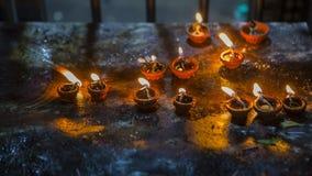 Конец-вверх пламени свечи в индийском виске на религиозном Festiv Стоковое Фото