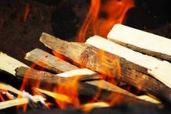 Конец вверх пламен огня лагеря и огня Стоковые Изображения