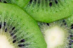 Конец-вверх плодоовощ кивиа свежий естественный Отрежьте макрос кусков Стоковое фото RF