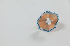 Конец-вверх покрашенных синью shavings карандаша Стоковое Фото