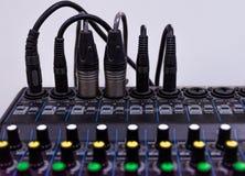 Конец вверх по аудио смесителя пульта управления стоковое фото rf
