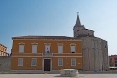 Конец вверх по взгляду форума 2, в городке Zadar старом, Хорватия стоковая фотография rf