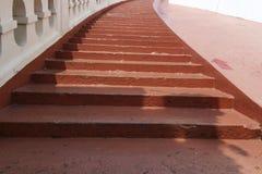 Конец - вверх по деревянным шагам лестницы планки Стоковое Изображение