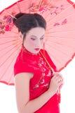 Конец вверх по портрету девушки в красном платье японца с зонтиком Стоковые Изображения RF