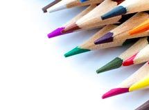 Конец вверх по съемке макроса космоса экземпляра дизайна nibs карандаша кучи карандаша цвета поставляет положение квартиры взгляд Стоковая Фотография RF