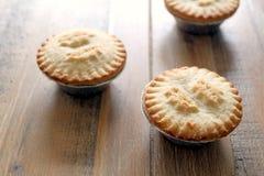 Конец вверх по съемке 3 семенит пироги в случаях фольги, традиционном Chr Стоковое Изображение