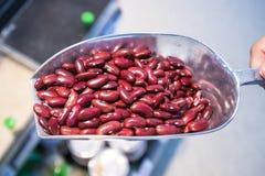 Конец вверх по сырцовым красным фасолям на ветроуловителе в рынке wholegrain для чистой еды и постной еды Здоровая vegetable еда стоковое изображение