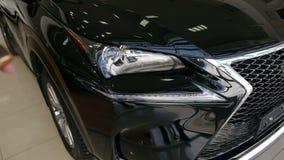 Конец-вверх проблескивая желтых светов в автомобиле, поворачивая включено-выключено сигнал тревоги автомобиля сток-видео