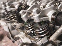 Конец-вверх раскрытой головки цилиндра двигателя автомобиля Стоковые Изображения RF