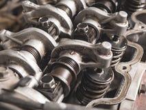 Конец-вверх раскрытой головки цилиндра двигателя автомобиля Стоковое фото RF