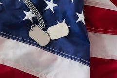 Конец-вверх регистрационного номера собаки на американском флаге Стоковые Изображения