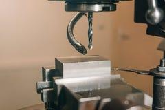 Конец-вверх сверла металла заклепка орудийного металла аппликатора заклепывает мастерскую стоковые фотографии rf