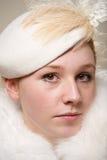 Конец-вверх серьезного redhead в cream шляпе Стоковые Изображения RF