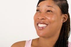 Конец-вверх смеясь над стороны ` s женщины с большими и красивыми зубами стоковые изображения
