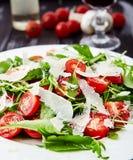 Конец-вверх снятый томатов и салата arugula Стоковое фото RF
