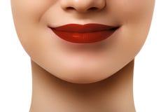 Конец-вверх снял губ женщины с лоснистой красной губной помадой Re очарования Стоковое Изображение
