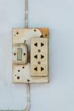 Конец-вверх старого гнезда, электрического выхода на стене Стоковое фото RF
