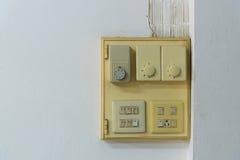 Конец-вверх старого гнезда, электрического выхода на стене Стоковое Изображение RF