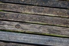 Конец-вверх старой деревянной скамьи на парке Стоковое Фото