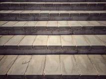 Конец-вверх старой конкретной поверхности лестницы - вид спереди стоковое фото
