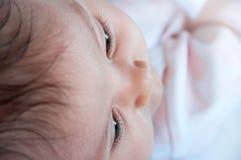 Конец-вверх стороны младенца, селективный фокус Селективный фокус на eyel Стоковые Фотографии RF
