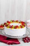 Конец-вверх съемки белого торта плодоовощ Стоковое Изображение RF